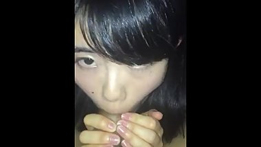 The awkward blowjob of the amateur girl is cute.