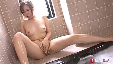 Shy Japanese Milf Squirting in the tub