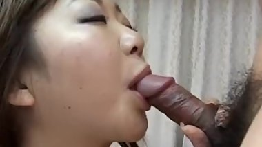 Young Yumi Aida feels eger to swallow